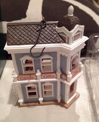 Christmas 1995 Hallmark HALL'S CARDS AND GIFTS: Nostalgic Houses: Ornament