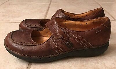 Clarks Structured Brown Leather Mary Jane Comfort Shoes Button Closure  7.5 M
