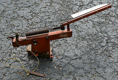 Rare Old Red Devil Trap Target Skeet Clay Pigeon Thrower Model A
