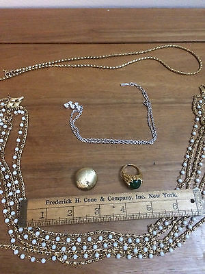 Lot D'ORLAN - 3 chain necklaces, 1 single earring, 1 green stone ring / Costume