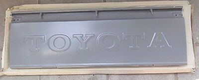 Toyota Hilux RN20/25 1972–1978 model  tail gate