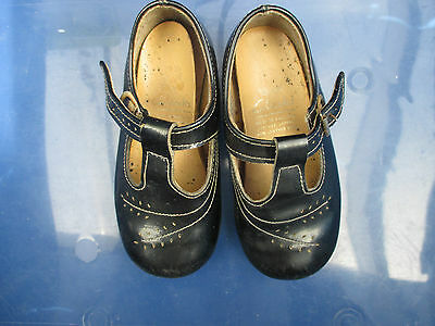 RETRO / VINTAGE child's Black patent shoes..shop display or prop..CLARKES size 6