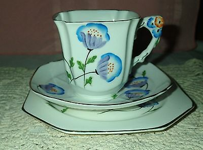 """Royal Standard Art Deco """"Poppies"""" Flower handled trio-Excellent condition!"""