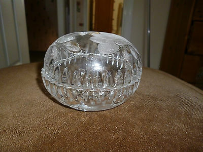 Beautiful etched crystal ring and trinket box with flower pattern