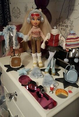 "Bratz doll ""Winter Wounderland"" Cloe with all her original outfits & acc (RARE)"