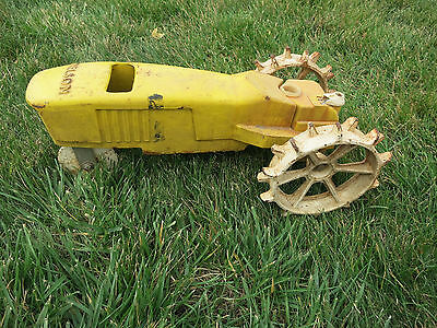 VINTAGE NELSON CAST IRON Model No. 4232 TRAVELING YARD WATER SPRINKLER TRACTOR