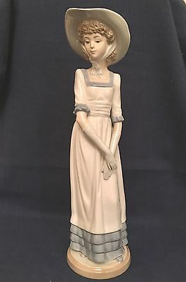 Lladro NAO Louise #2001021 circa 1992 perfect gift for the avid collector