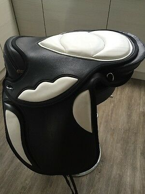 """Black And White  Size 17""""  Treeless Saddle. Complete with  Girth"""
