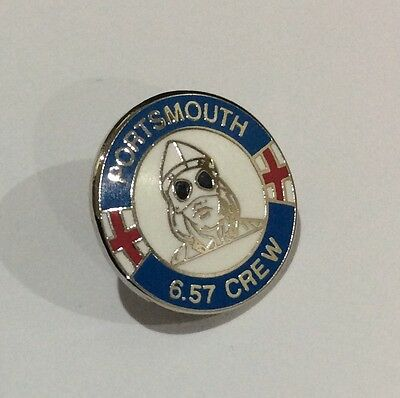 "PORTSMOUTH Football Club Badge FC Supporters ""6.57 CREW"" POMPEY CASUAL FIRM Pin"