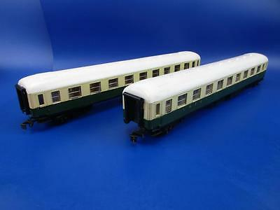 LIMA 6602 GREEN & CREAM O GAUGE COACHES x 2