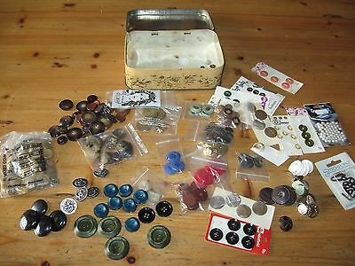Job lot vintage tin with 40 sets of buttons
