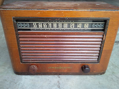 General Electric Tube Radio in Wood Cabinet