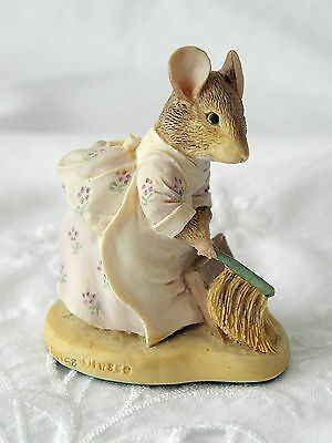 Border Fine Arts ~ Beatrix Potter ~ Hunca Munca Sweeping ~ Bpm8 ~ Gold Label