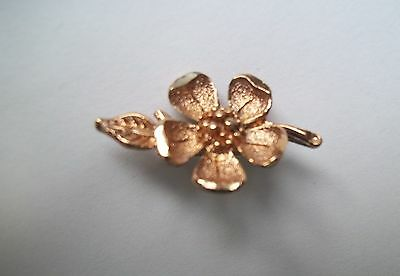 jewelry Antique gold tone brooch Dogwood