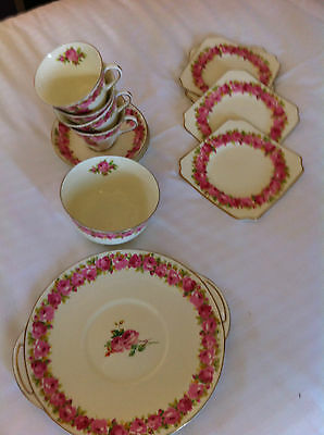 Royal Doulton Dinning Set Fine Bone China Made In England