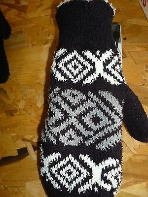 Isotoner Casual Essentials Womens One Size Black Gray & White Mitten ~ New
