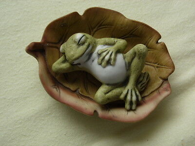 Pretty ornament of a frog lazing on a leaf, collectable.