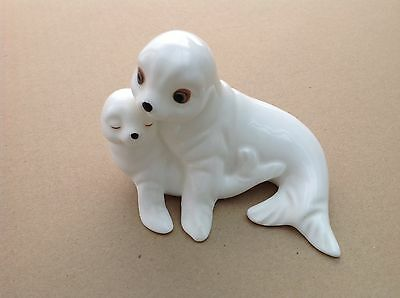 Royal Osborne   Mother Seal With Pup    Tmr 05598