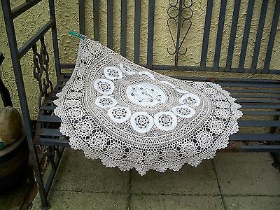 Stunning vintage small  handmade lace  tablecloth/tablecentre