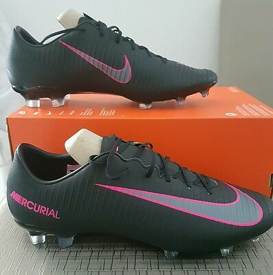 Crampons de foot neufs marque NIKE Mercurial taille 42,5