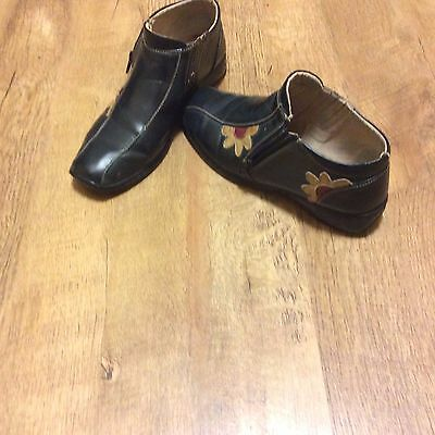 Ladies Ankle Boots Navy Blue With Floral Design  Size  7  Good Used Condition
