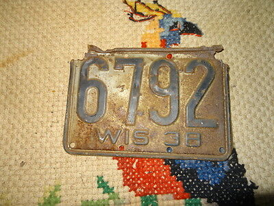 used rusty antique vintage license   1938 wis plate 6792