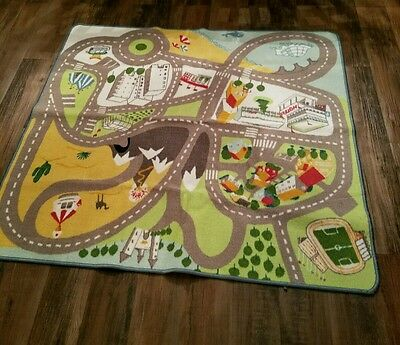 kids play rug in excellent condition