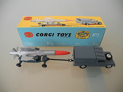 Beautiful Corgi Land Rover & Thunderbird Missile Gift Set #3 (350/351) plus box