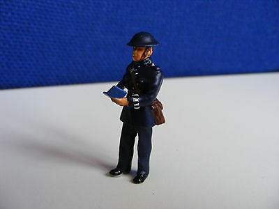 Police Constable on duty with Notebook - 1:43 O Gauge Painted Metal Model