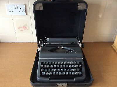 Diana Royal portable typewriter in case - in working order, Good Condition
