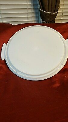 Tupperware round cake taker base white
