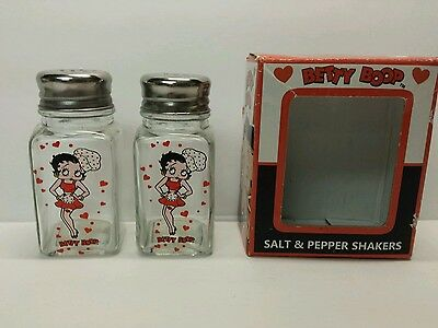 Betty Boop Salt & Pepper Shakers Set 2005 King Features Syndicate