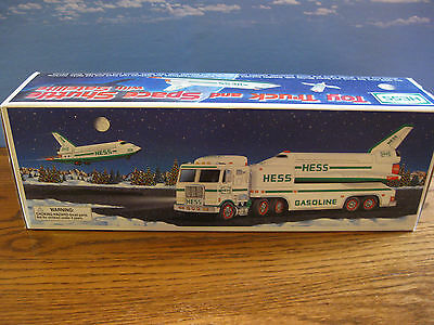 1999 HESS TOY TRUCK & SPACE SHUTTLE with SATELLITE NEW IN BOX HOLIDAY TRADITION