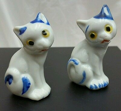 VINTAGE OCCUPIED JAPAN WHITE & BLUE  SITTING KITTENS CATS Salt pepper shakers