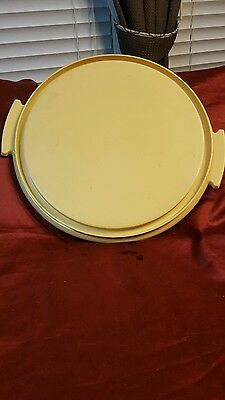 Tupperware round cake taker base harvest gold