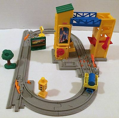 Fisher-Price Geotrax Liftin Roll Barrel Loader with Road Track Pack!