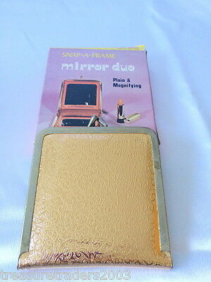 �� 1950s 1960s PLASTIC GOLD COMPACT PLAIN & MAGNIFYING MIRROR 'SNAP A FRAME'
