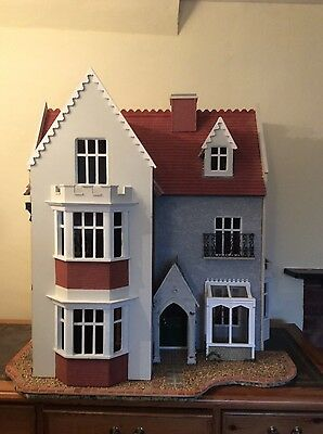 12th Dolls House 9 Roomed Villa Style