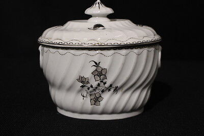 A Spiral Fluted Sucrière & Cover, Worcester or New Hall Type, Circa 1800, Rare