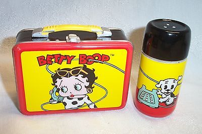 Betty Boop Lunchtime Tin with Ceramic Salt & Pepper Shakers by Vandor New