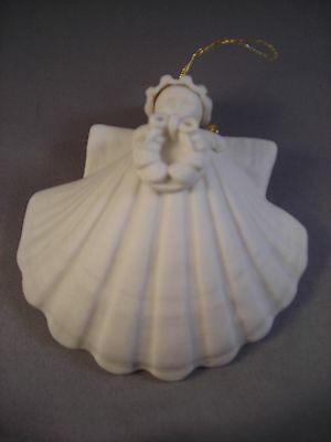 "Margaret Furlong 4 "" Wreath 1985 Sea Shell Angel Ornament out of box"
