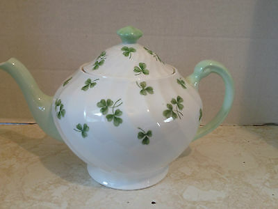 Pretty Vintage TUSCAN Shamrock Teapot Made in England