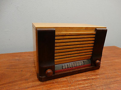 1940s General Electric YRB67-1 Wood Cabinet Tube Table Radio