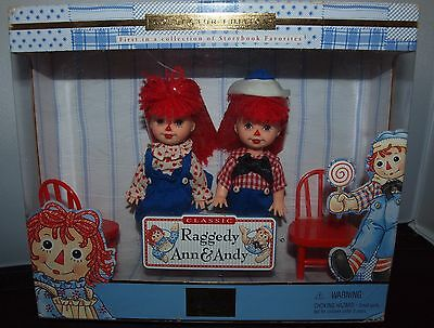 Collector Edition Storybook Favorites Classic Raggedy Ann & Andy Barbie Age 3+