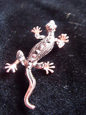 Lovely copper tone metal and jewelled lizard brooch
