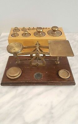 VINTAGE POSTAL BALANCE SCALE BRASS wood with WEIGHTS -  MADE IN ENGLAND