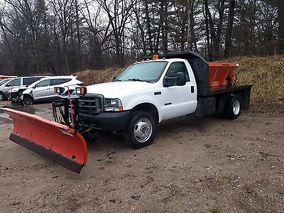 2004 Ford F-550  2004 Ford F550 Truck with plow and spreader