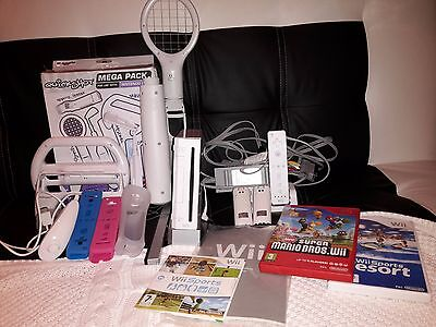 White Nintendo Wii Console 1 Remote 3 Games Wii Sports with accsesories
