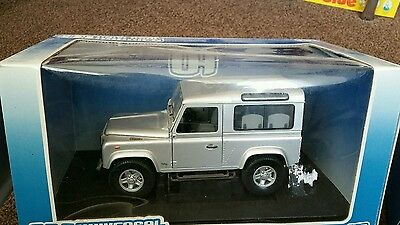 Universal Hobbies 1:18 Scale  Land Rover Defender Td5 Model , New