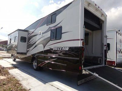 Very Nice 2009 Damon Outlaw 3611 Class A Toy Hauler!  90 Day Warrnaty!